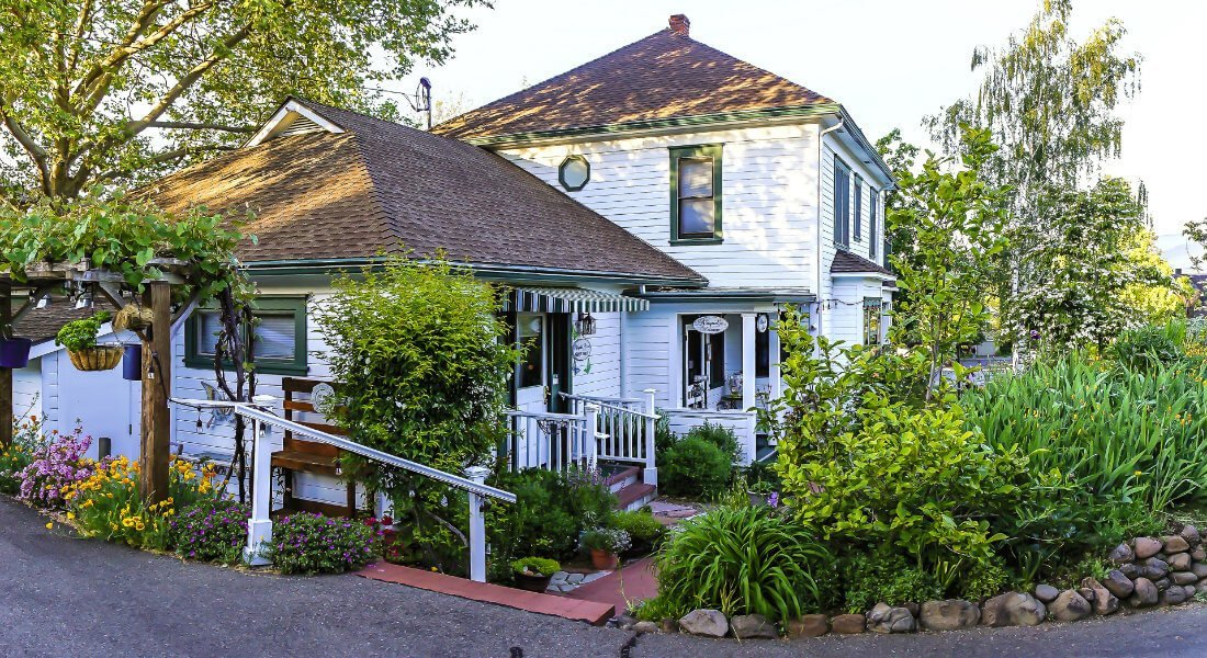 Browse Photos of Abigail\'s Bed and Breakfast Inn in Ashland Oregon